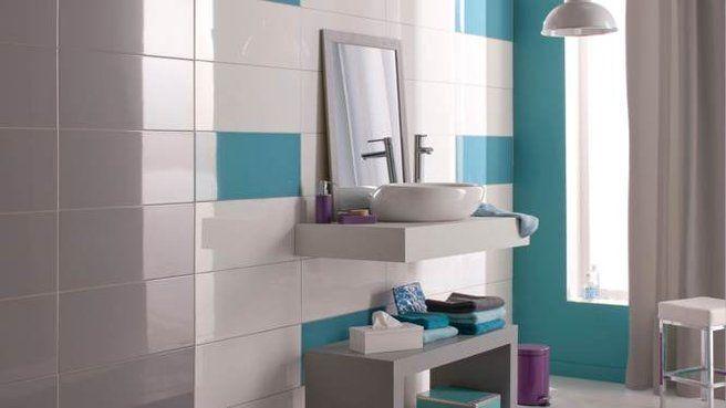 La salle de bains prend des couleurs taupe turquoise et - Accessoire salle de bain bleu ...