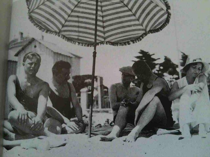Walter Benjamin in summer holiday pic.twitter.com/NFflc71H46