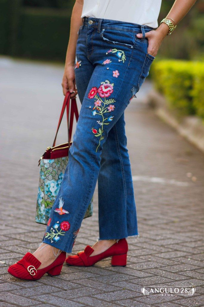 florals for winter street style fashion blogger flower embroidery jeans colorfull outfit simple but chic gucci pumps gucci gg tote floral angulo28blog angulo 28 blog style estilo costa rica