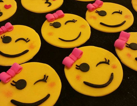 Best 25+ Emoji cupcake toppers ideas on Pinterest ...