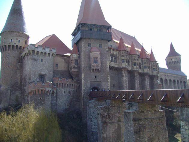 Castelul  Corvinilor...Este sau nu este Castelul din Carpati al lui Jules Verne, Castelul Corvinilor este deosebit de pitoresc si e plin de istorie si legende: img_2159