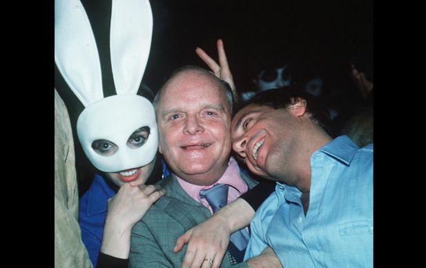 Love like bunnies- Liza Minelli, Truman Capote, and Studio 54 club owner Steve Rubell get chummy in 54.
