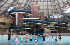冬でもあったかくプール遊びが楽しめる施設が埼玉県深谷市のアクアパラダイスパティオ ここはそこらへんの温泉センターとは違ってドーム屋根のスペイン風の建物だからどこかのリゾート地に来たかのような雰囲気を楽しめますよ() 波のプールや流れるプール2本のスライダーや子ども用プール6コースの25m競泳用プールなど1幅広いラインナップ 夏まで待てない人はここで楽しもう tags[埼玉県]