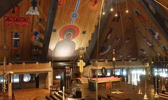 Potężny kościół Świętego Ducha w Tychach