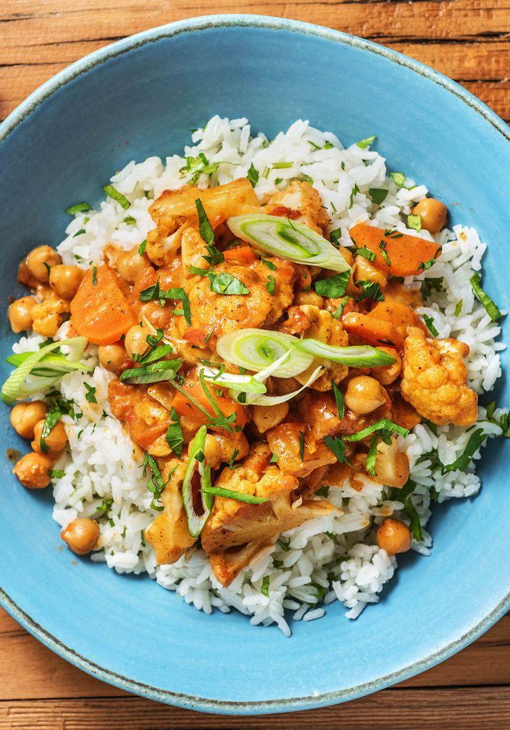 Tomatiges Tikka Masala Curry mit Blumenkohl, Kichererbsen und Korianderreis