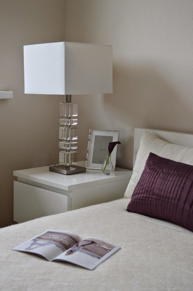 hálószoba, bedroom, zara home lamp, zara home picture frame, zara home blanket, h&m home vase, purple, beige, cala, ikea malm bed, ikea malm night stand