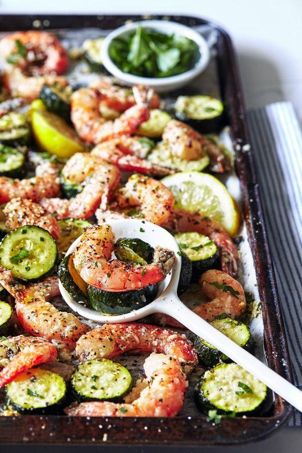 Garlic Shrimp recipe on a sheet pan // Best 21 Day Fix recipes // Best shrimp recipes // how to cook shrimp // delicious dinner recipe ideas // 21 Day fix recipe // Beachbody // Beachbody Blog