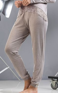 Blusa com calça de Modal com Lycra. Ampla renda na barra ao tom. MIXTE PIJAMAS • Fall - Winter 2017