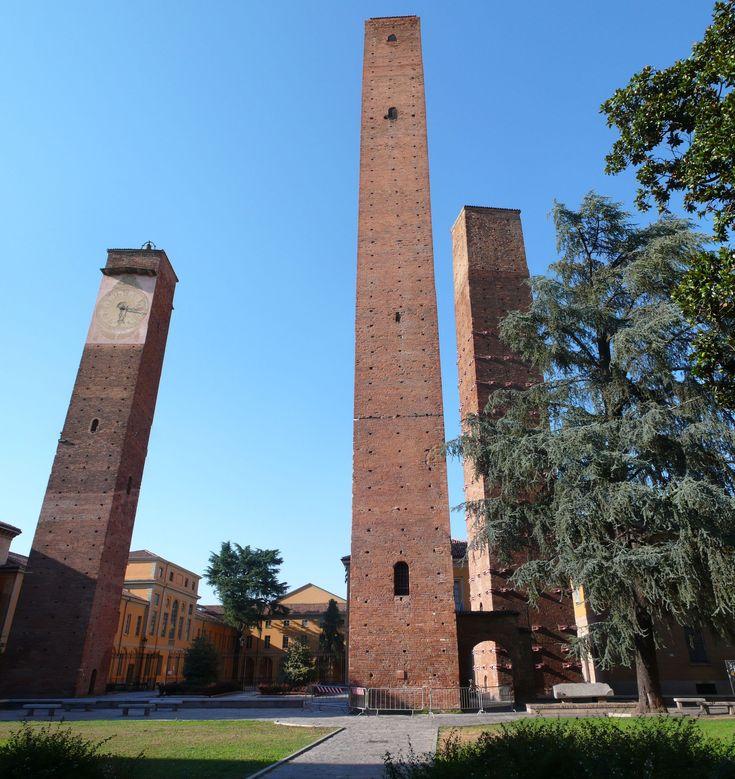 Pavia, le torri medievali di Piazza Leonardo da Vinci province of Pavia, Lombardy region Italy