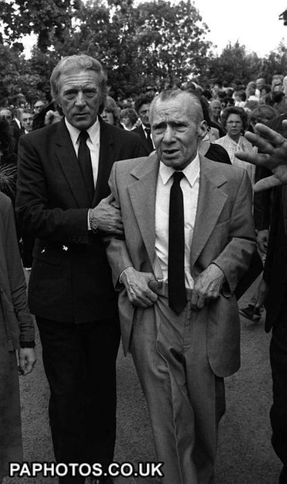 Charlie Kray elder brother to Ron & Reg holding up old man Charles Kray Senior. Charles Senior spent the war years hiding from National service under the stairs.... So much for hard man.