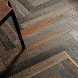 les 16 meilleures images du tableau carrelage imitation parquet bois style chevron sur pinterest. Black Bedroom Furniture Sets. Home Design Ideas