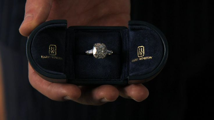 Blair Waldorf's engagement ring. Yes, please. But without the side diamonds. I'll take an ultra thin band with my soft cushion cut!