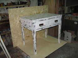 Tavolinetto ausiliario in stile shabby