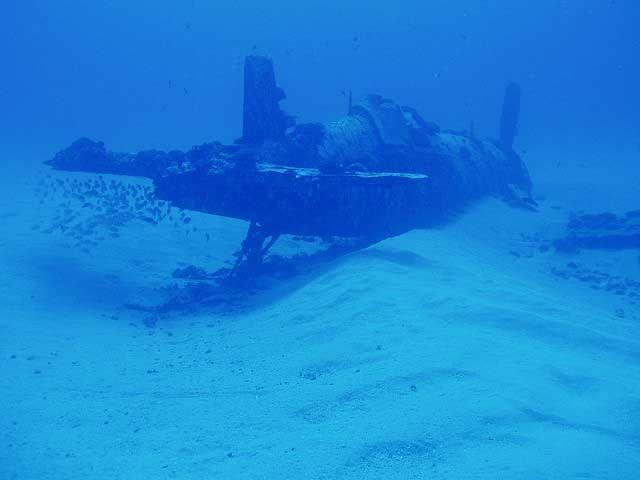 scuba+diving+plane+wrecks   Corsair Airplane Wreck Oahu, Hawaii