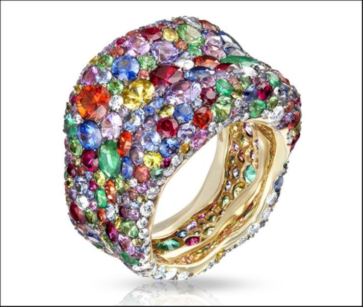 Voluminosi e di elevata caratura gli anelli da cocktail della collezione Emotion di Fabergé invece di una grande e unica pietra, ne hanno 300.