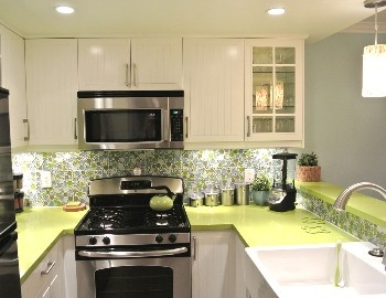 Liking the colors on this kitchen.