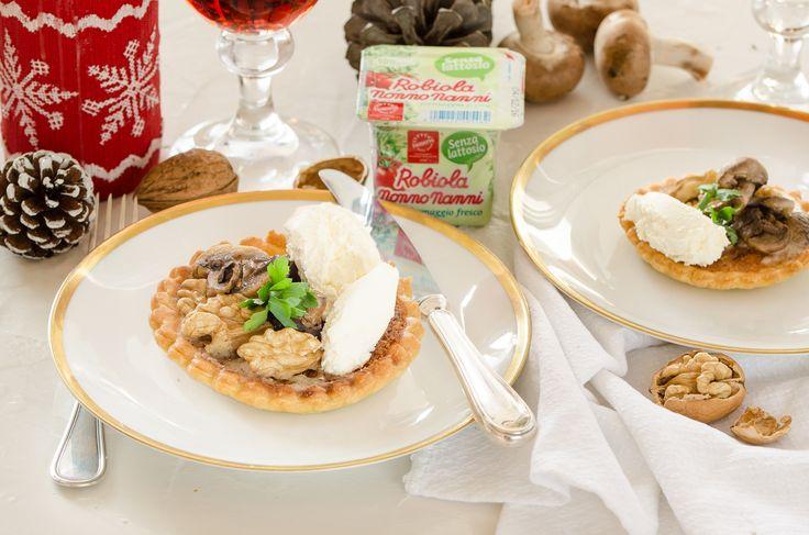 Scopri la voglia delle feste!  #crostatina con #funghi #noci e #Robiola senza lattosio! #natale #ricettedinatale #cucina #ricetteincucina #antipasto #antipastosfizioso