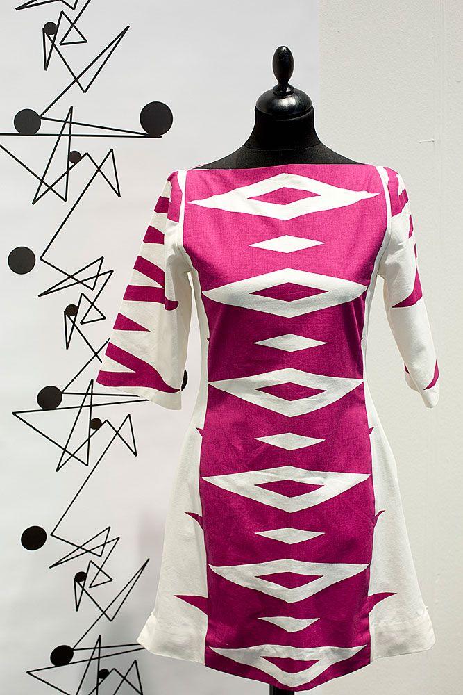 Tailored by FREEMOVER.se. Design: Maria Lovisa Dahlberg. Fuchsia red dress Prisma™ pattern. (S,M,L) four colors.