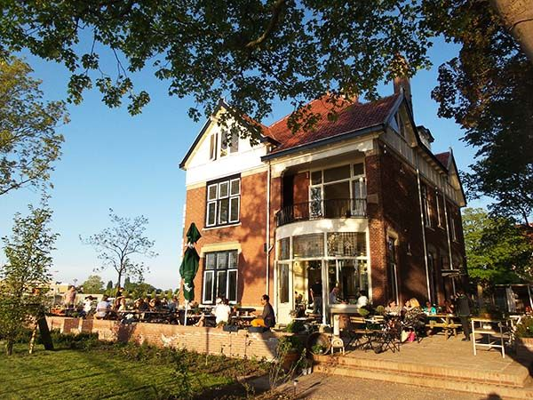 Thuis Aan De Amstel Amsterdam: borrel hotspot! | http://www.yourlittleblackbook.me/nl/thuis-aan-de-amstel-amsterdam/