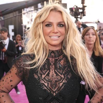 """Hot: Britney Spears Shows Off Her Bikini Bod: """"Twirling for the Haters"""""""