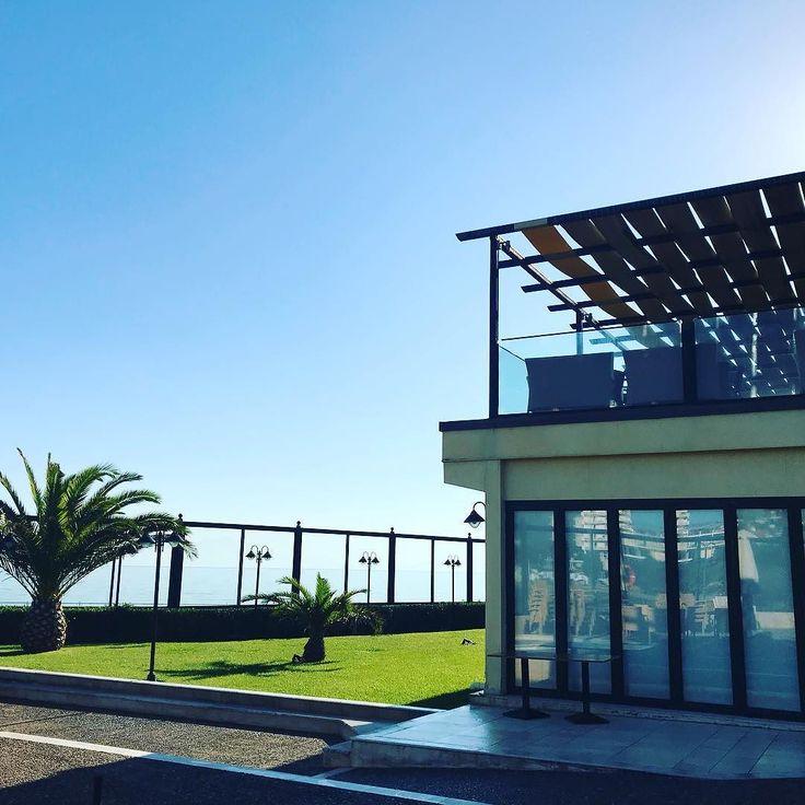Last days of the season... #Aquamarinalove  ____________________________________ #escapeathens #greekholiday #holidayingreece #poolside #seaside #seaview #seaside #attica #beautifulautumn #sanctuary #greekhospitality #aquamarina #xenotelgrouphotels