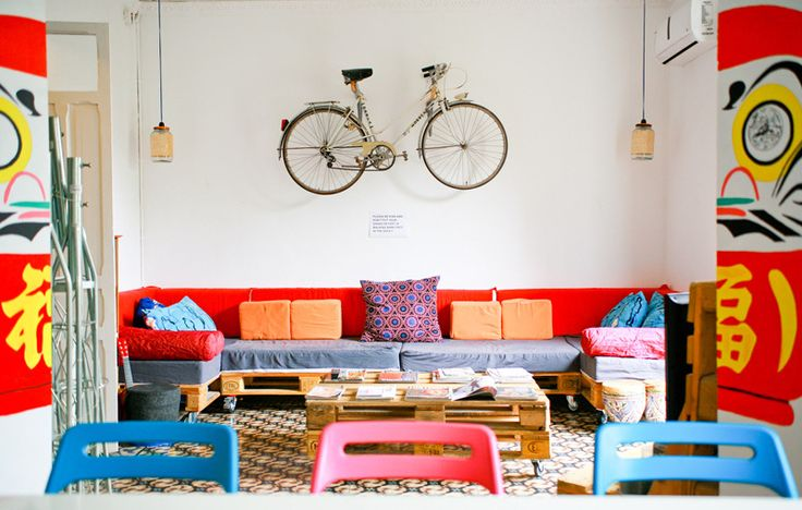 Cool hostel Itinere in Granada, Spain. Where you can practise yoga and learn different languages.
