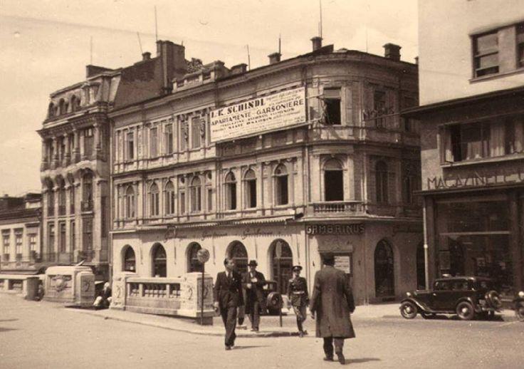 Strada Ion Câmpineanu (fostă 13 Decembrie, fostă Regală), așa cum arăta cu aproximație în 1940, văzută dinspre Calea Victoriei. Toate clădirile au fost demolate, cu excepția blocului din dreapta. Se vede restaurantul Gambrinus, aflat pe colțul cu fosta stradă Sfântul Ionică. În prezent ea mai există sub forma unei alei anonime, care se înfundă aproape de biserica Crețulescu.