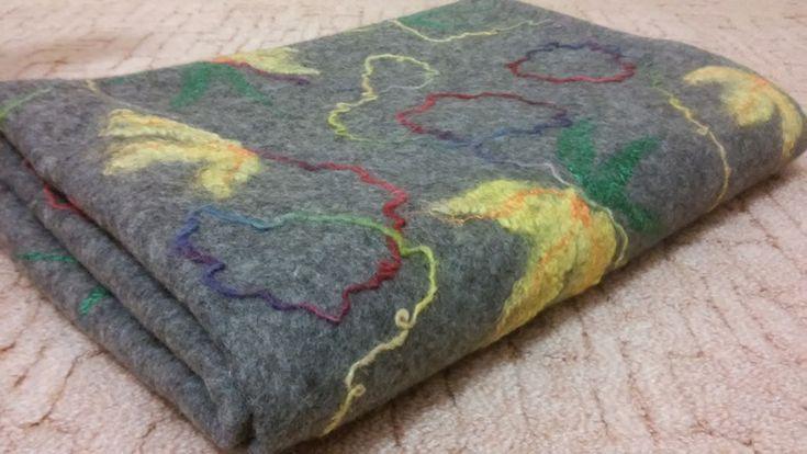 Здравствуйте! Сегодня хочу поделиться процессом валяния легкого одеяла из карачаевской шерсти. Вообще-то, началось всё с покраски шерстяных кудрей, которые почему-то пожелтели во время хранения и потеряли свою первоначальную привлекательность. И вот какая красота получилась в итоге: Потом, увлекшись крашением, я покрасила шерстяную пряжу ручного прядения . Красила впервые, не все моменты учла, поэтому получились небольшие непрокрашенные участки, &…