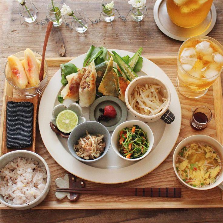挽肉とキャベツ炒めの春巻き ささみと大葉とチーズの春巻き もやしナムル 豆苗と人参の胡麻和え えのきとツナの和え 卵スープ