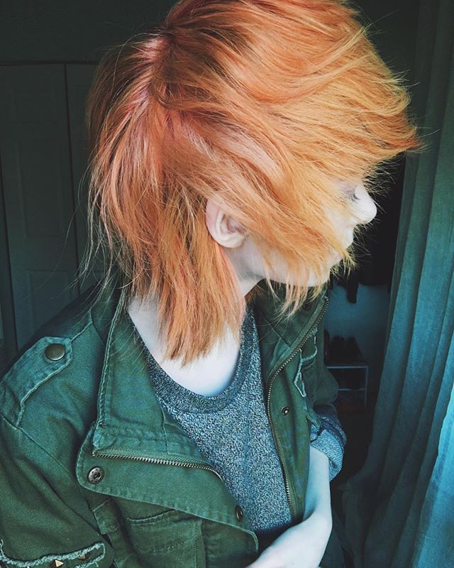 My hair ish fading out to multiple pretty colors 🍊🍅🍓