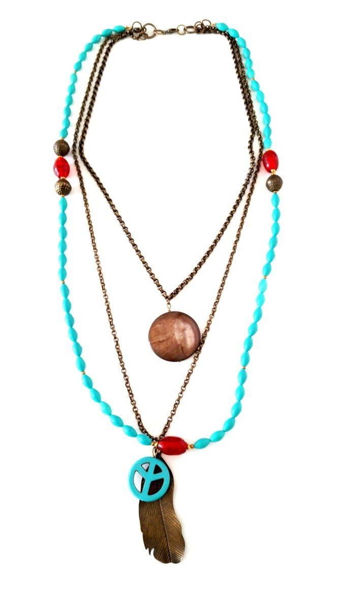 COLAR BOHO 3 PINGENTES <br>colar Boho com detalhes em turquesa, com pedra de Ágata, e pingente de Paz e Amor e pena. <br>Correntes em ouro velho