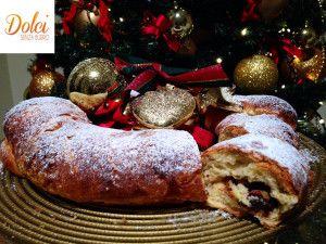La GHIRLANDA DOLCE SENZA BURRO è una #pasta #lievitata #senzaburro farcita con #cioccolato e #pistacchi. Un #dolce #senzaburro perfetto da mettere al centro delle nostre tavole natalizie! Ecco la #ricetta del #dolce http://www.dolcisenzaburro.it/uncategorized/ghirlanda-dolce-senza-burro/ #dolcisenzaburro