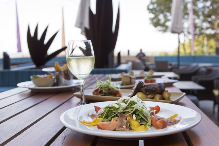 Mon Komo Hotel. Restaurant Caribbee Terrace Dining