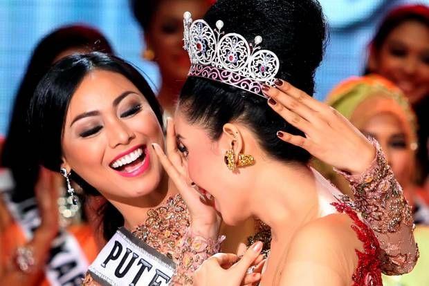 Elvira Devinamira Terpilih sebagai Puteri Indonesia 2014
