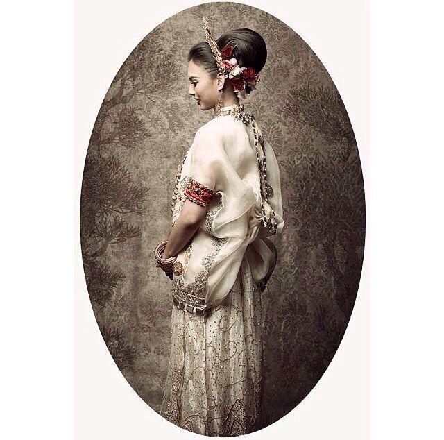 #bajubodo white - south sulawesi, Indonesia - traditional costume