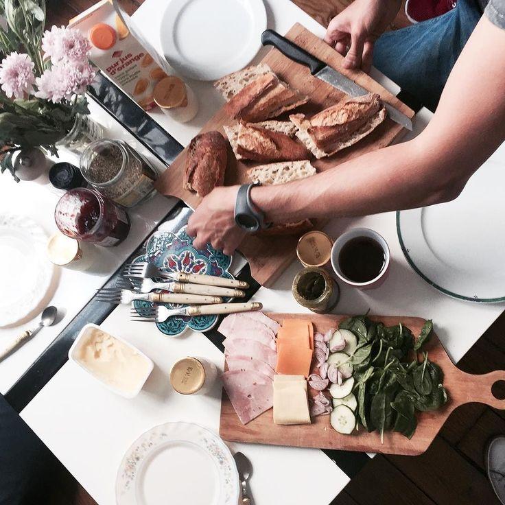 Tęsknię za urlopem latem i paryskim śniadaniem! A Wy jesteście po czy przed urlopem? Życzę Wam cudownej soboty i słonecznego weekendu #breakfast #weekend #morning #paris #friends #perfect