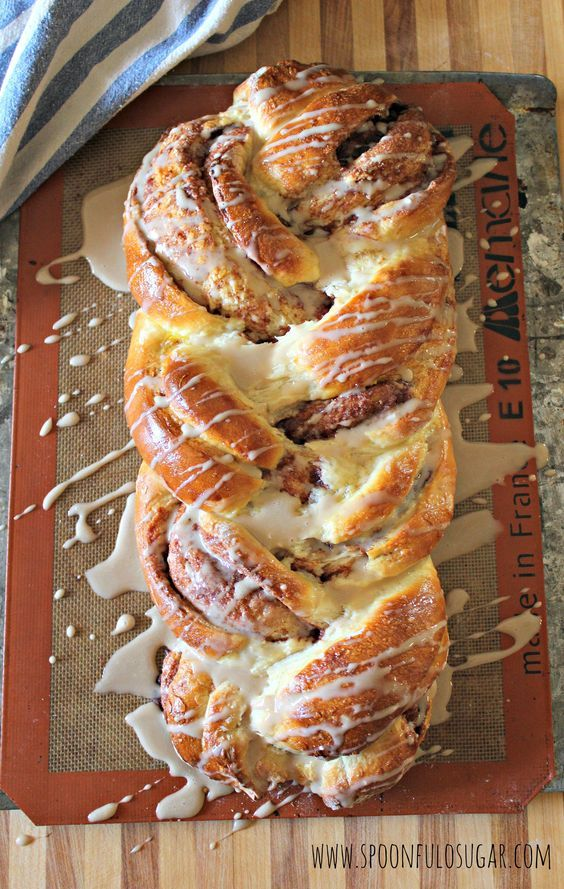 Cinnamon Roll Braided Bread   Spoonful of Sugar (I swapped the vanilla for orange essentail oil and it's delicious. Also added cream cheese to the icing cause I don't like the taste of powdered sugar)