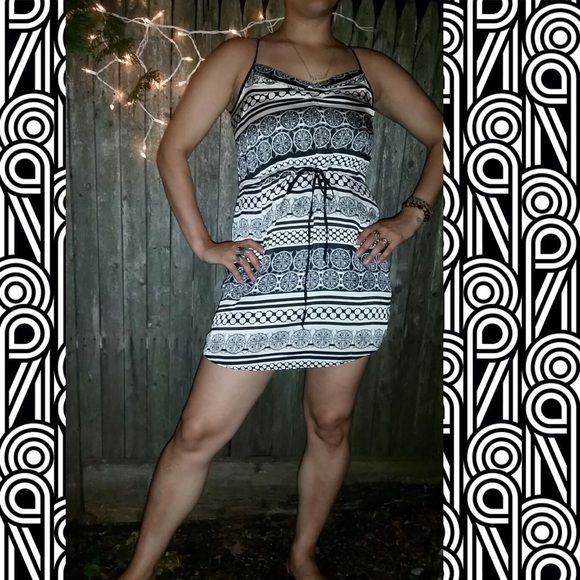 Beaches dress Cute summer dress with draw string tie that rests above belly button letting you choose a loose fit or a more defined waste. Black and white with a slip attacked underneath so it is not sheer. Worn a few times but not damaged in any way. Super cute for nights out in the summer. Size says small but with adjustable tie it could fit a medium easily Dresses