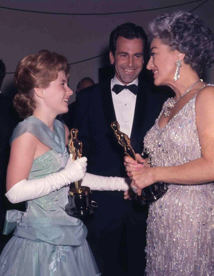 Patty Duke and Joan Crawford at the 1963 Oscars. Crawford accepted the best actress award on behalf of the absent Anne Bancroft.