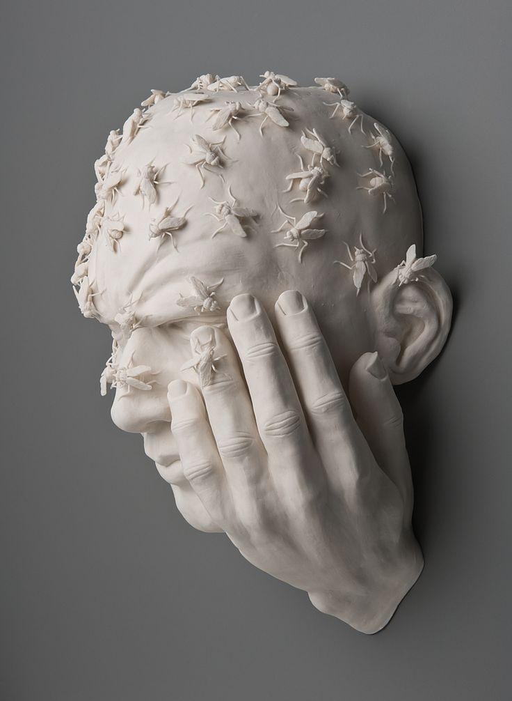 Deze gekke macabere kunstwerken van porselein zijn gemaakt door Kate MacDowell. Bizar hoe levensecht en vreemd deze porseleinen beelden tegelijkertijd zijn.