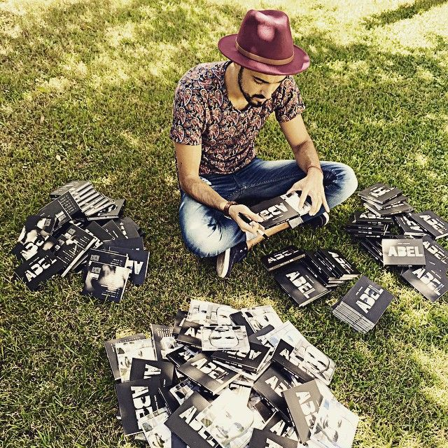 Abel Pintos @fotosdemusicayvida Firmando algunos ...Instagram photo | Websta (Webstagram)