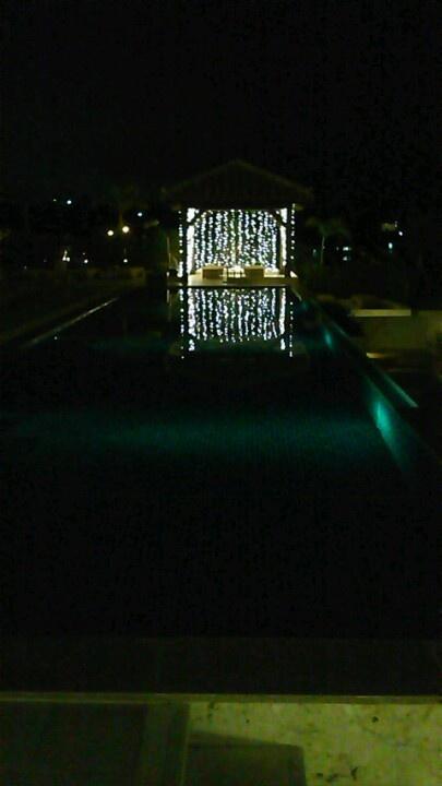 2012年沖縄旅より ホテルのプール