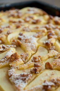 Rezept für schnellen Blechkuchen mit Birnen und Walnüssen