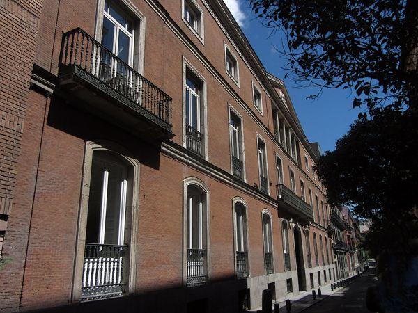 Palacio del Duque de Veragua. C/ Beneficencia, 8 y C/San Mateo, 7. Matías Laviña Blasco,1860 -1862. Durante la segunda mitad del siglo XX se convirtió en sede del Servicio Nacional de Productos Agrarios.