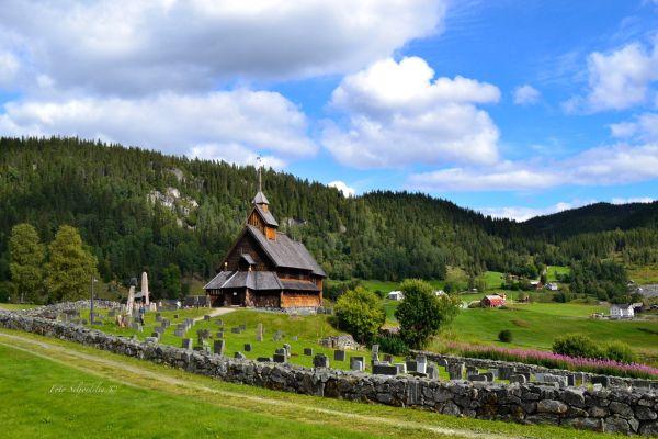Denne vakre stavkirka er en av landets minste bevarte stavkirker og ligger i Tokke kommune i Tele...