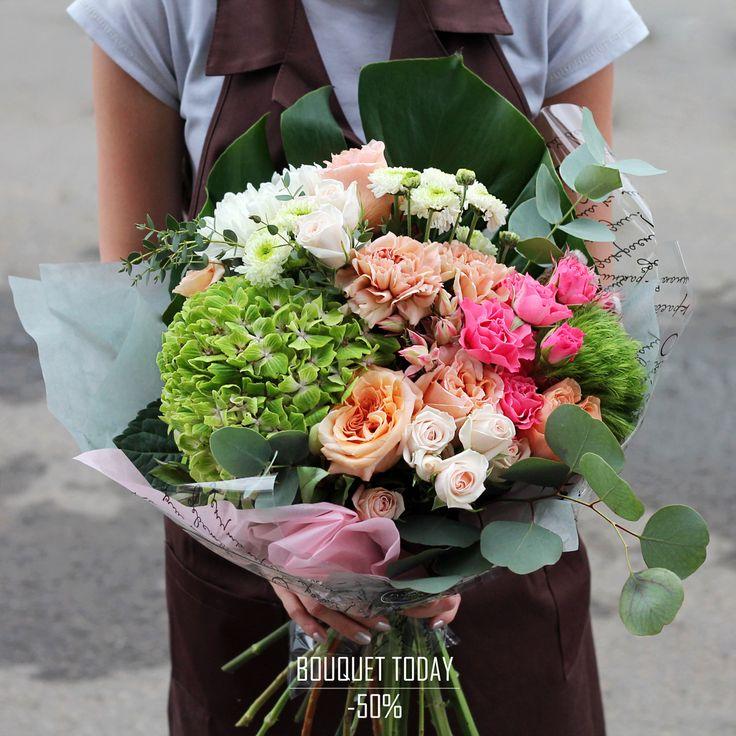 """""""БУКЕТ ДНЯ"""" 15 августа 2017 г. со скидкой 50%!!!  Каждый раз собирая подобные букеты мы испытываем такой восторг, что не описать словами А получить в подарок этого красавца вдвойне приятно! Он будет сидеть, улыбаться и притягивать твой взгляд снова и снова✨  С любовью, Fashion Flowers  Стоимость без скидки: 4410 руб Стоимость со скидкой: 2205 руб  Состав букета: Гортензия 1 шт. (700 руб. шт.) Хризантема Антонов 1 шт. (180 руб. шт.) Роза куст микс 4 шт. (180 руб. шт.) Диантус карамелло 2"""