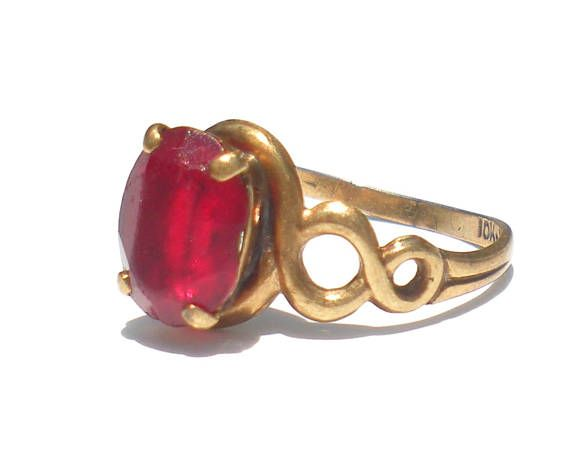 10k Gold Pinky Ring set with Red Glass Stone Size 4 Vintage