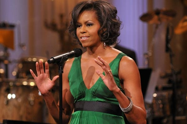 Esposa do primeiro presidente negro dos EUA, Michelle Obama leva a Casa Branca a experiência de uma advogada de empresas bem sucedida. Recebeu bolsas para cursar universidades de ponta e, em seu emprego mais recente,