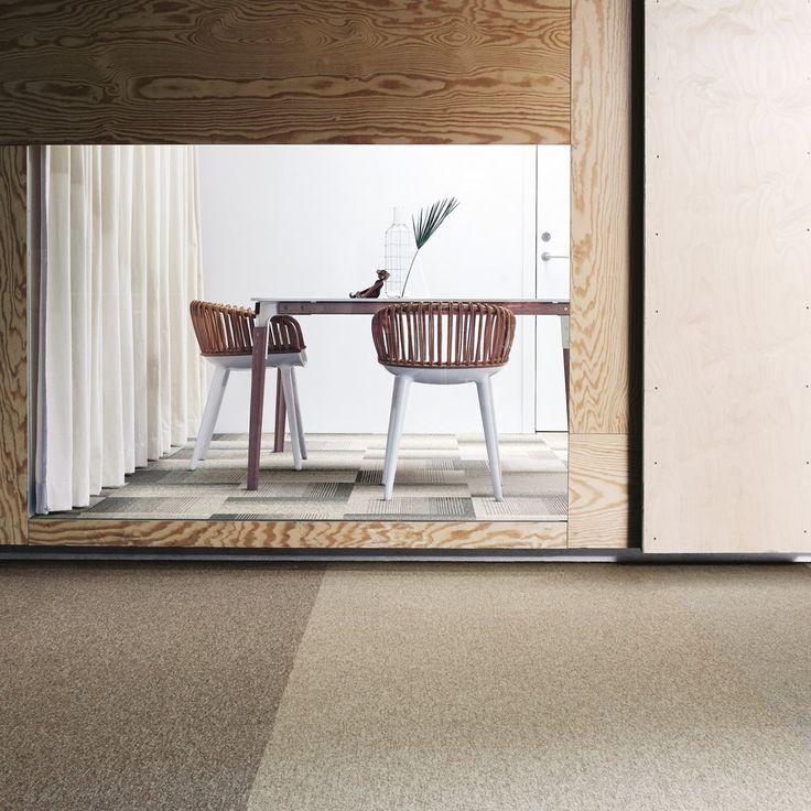 Puupinnat tuovat kotiin urbaania mökkitunnelmaa. Tekstiililaatat: Interface Employ Loop, värit Truffle, Raffia ja Nutmeg │ Laattapiste