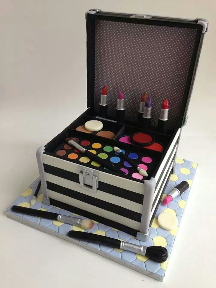 Edible Art. Make-up Case Cake.
